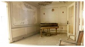 Mezzanine Piano Room